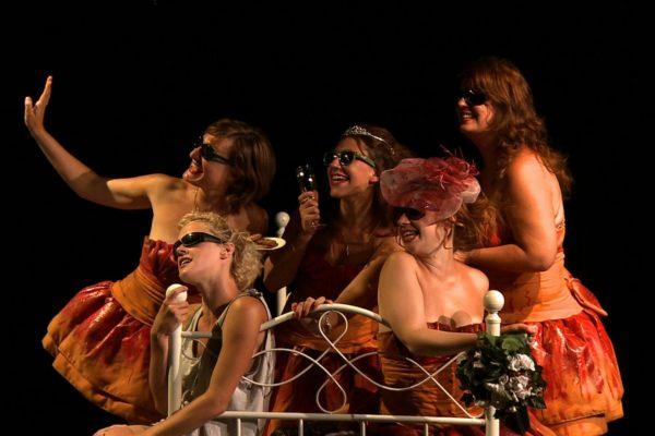 Captation 5 Filles couleur pêche par OrnyCam Production lors du Festival d'Avignon